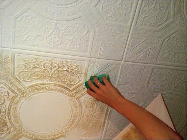Фарбування потолочнй плитки