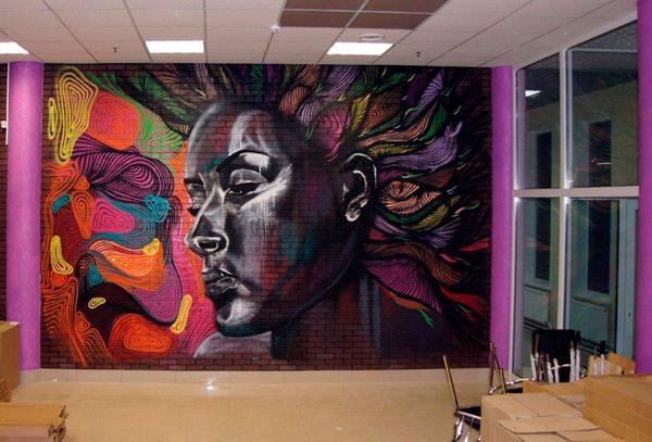 Декор аерозольними фарбами стіни з цегли