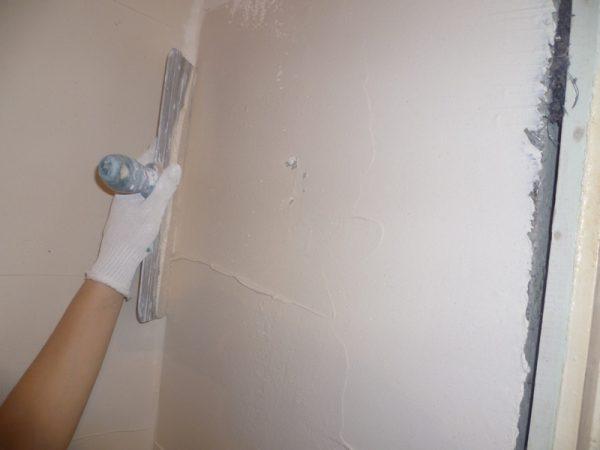 Шпатлювання - етап підготовки стін