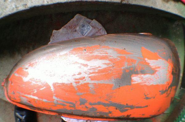 Дія змивки старої фарби з металу