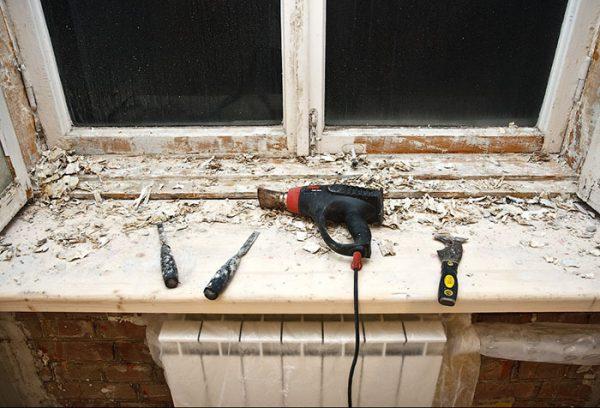 Зняття старої фарби з віконних рам