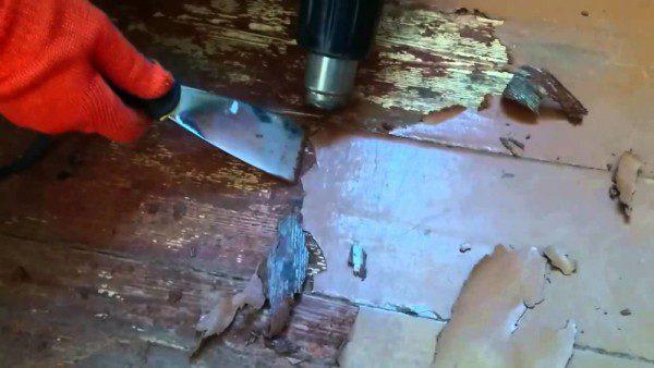 Видалення фарби з допомогою будівельного фена