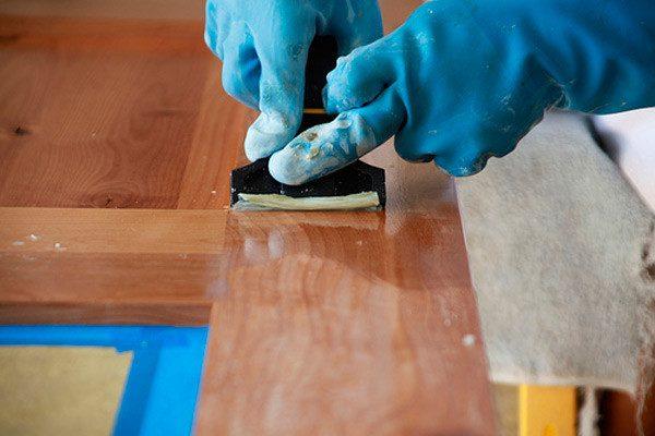 Зняття лаку з дерев'яних виробів