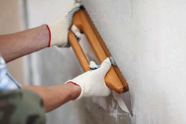 Вирівнювання шпаклівкою стіни