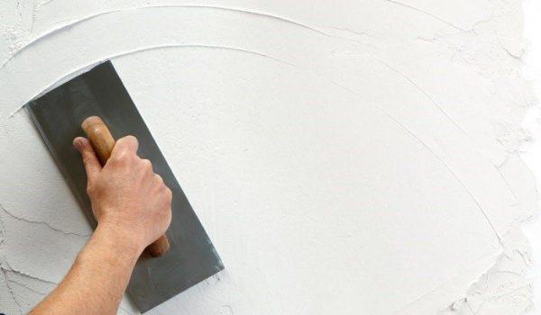 Шпаклювання стіни шпателем