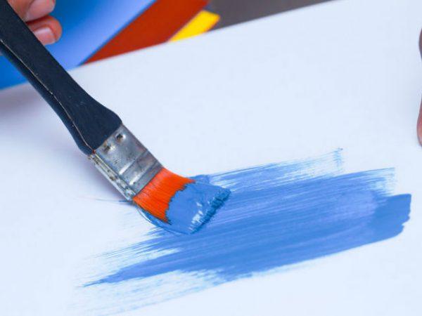 Тестуємо фарбу пензликом