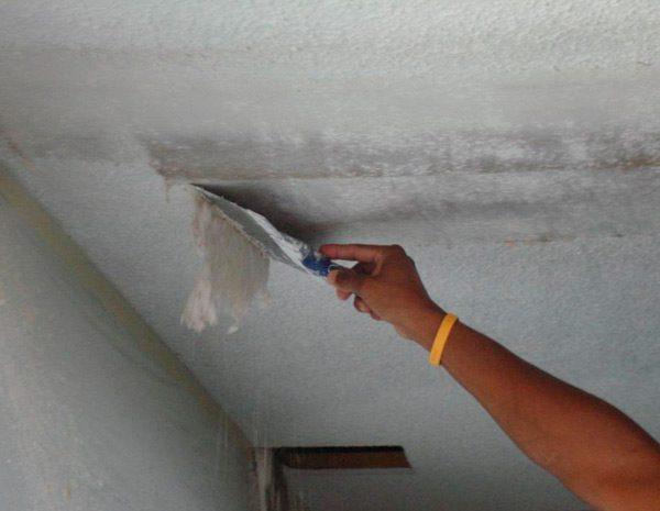 Зняття водоемульсіонкі зі стелі