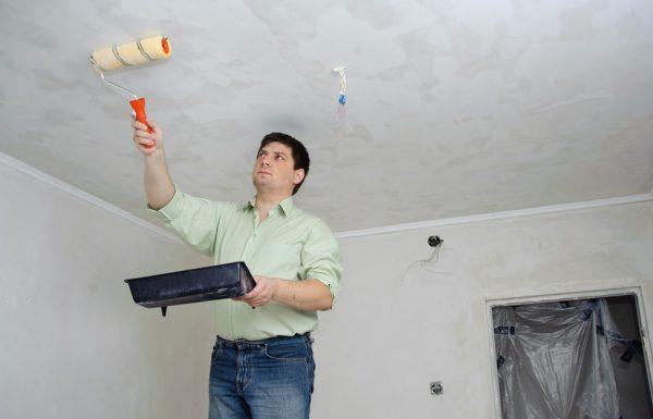 Видалення водоемульсійною фарби зі стелі