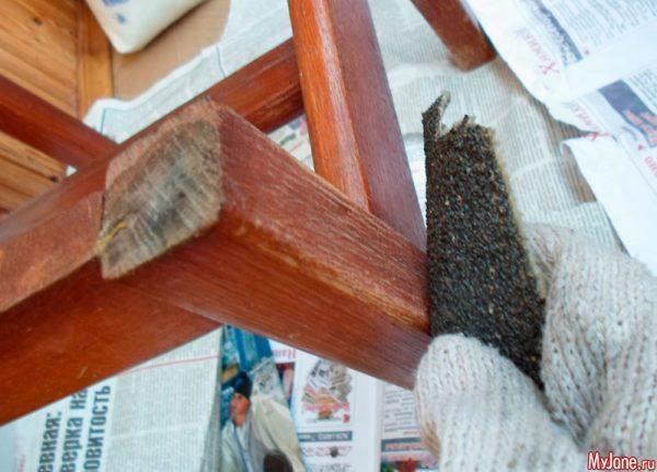 Зачистити меблі перед фарбуванням