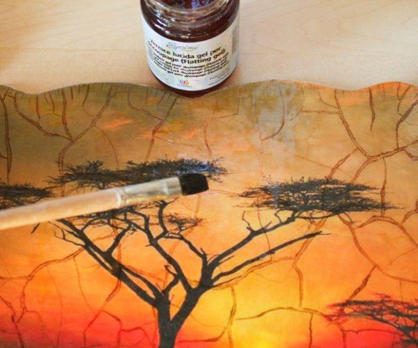 Закріплення фарби на склі лаком