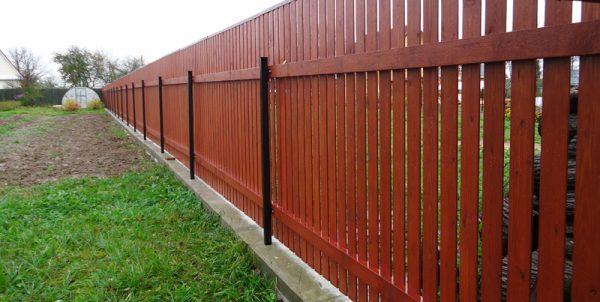 Захист дерев'яного паркану